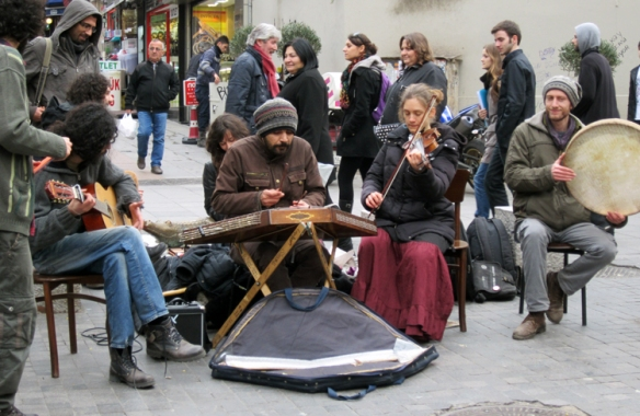 Street musicians on a rainy day in Moda, Kadiköy
